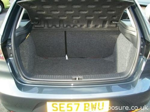 SEAT Ibiza  1.4 16V 100 Sport Hatchback 3d 1390cc