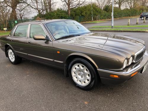 Jaguar XJ  3.2 XJ8 Saloon 4d 3248cc auto