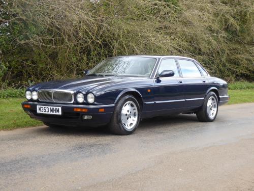 Jaguar XJ6  6